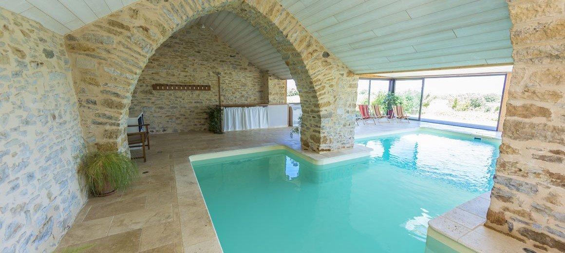 Maison h te piscine couverte chauff e aveyron sud france millau - Piscine guilherand grange ...