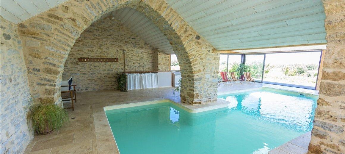 Les caselles chambres table d 39 h tes gite piscine millau - Chambre d hote piscine interieure ...