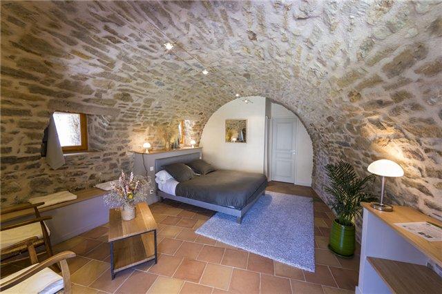 chambre h te familiale corps de ferme pierre millau viaduc aveyron. Black Bedroom Furniture Sets. Home Design Ideas